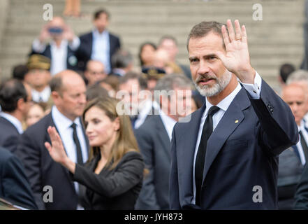 Barcelona, Spain. 19th Aug, 2017. Spanish king Felipe VI and queen Letizia outside the Catholic La Sagrada cathedral - Stock Photo