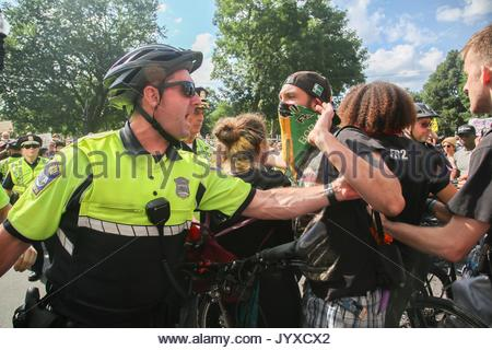 Boston, USA. 19th Aug, 2017. There is heavy police presence as thousands of counter-protesters show up to reject - Stock Photo