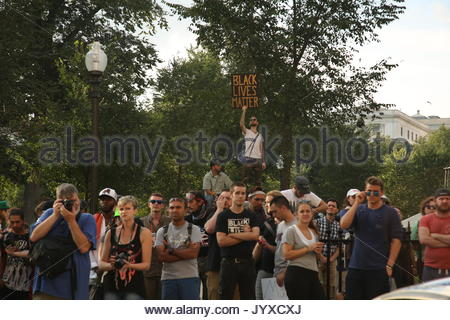 Boston, USA. 19th Aug, 2017. Thousands of counter-protesters show up to reject a conservative free speech rally - Stock Photo
