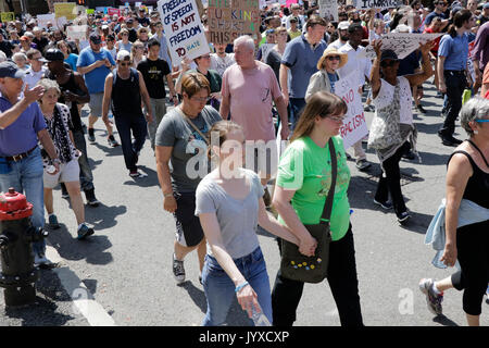Boston, Massachusetts, USA. 19th Aug, 2017. Bostonians march toward the Common against racial hatred and President - Stock Photo