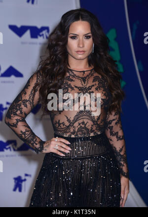 Los Angeles, USA. 27th Aug, 2017. Demi Lovato 082 arriving at the MTV VMA 2017 ( Music Awards ) at the Great Western - Stock Photo