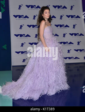 Los Angeles, USA. 27th Aug, 2017. Lorde 076 arriving at the MTV VMA 2017 ( Music Awards ) at the Great Western Forum - Stock Photo