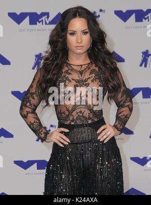 Los Angeles, USA. 27th Aug, 2017. Los Angeles, California - Demi Lovato. 2017 MTV Video Music Awards held at The - Stock Photo
