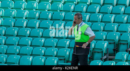 London, UK. 31st Aug, 2017. An arrow which was shot onto the pitch is carried by a steward at the oval and the crowd - Stock Photo