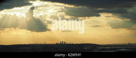 London, UK. 31st Aug, 2017. UK Weather. Sunset over London as seen from Dartford, Kent. 31 Aug, 2017. UK Weather: - Stock Photo