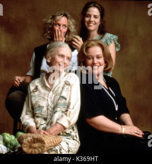FRIED GREEN TOMATOES AT THE WHISTLE STOP CAFE BACK ROW, MARY STUART MASTERSON, MARY LOUISE PARKER FRONT ROW, JESSICA - Stock Photo