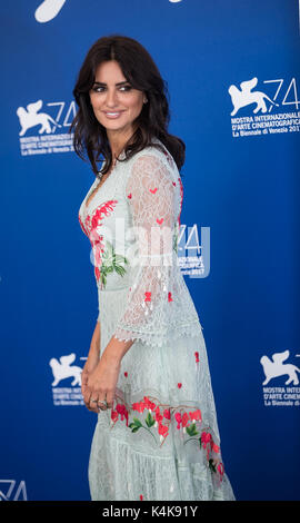 Venice, Italy. 6th Sep, 2017. Actress Penelope Cruz attends the photocall of the movie ' Loving Pablo' at the 74th - Stock Photo
