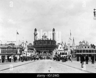 AJAXNETPHOTO. 1900. PARIS, FRANCE. - UNIVERSAL EXPOSITION - WORLD FAIR - THE PALAIS DU TROCADÉRO (CENTRE) WAS BUILT - Stock Photo