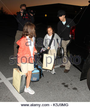 Kate Gosselin, Mady and Cara Gosselin. Kate Gosselin drops twins off on their bday at bus, carries present and intsrument - Stock Photo