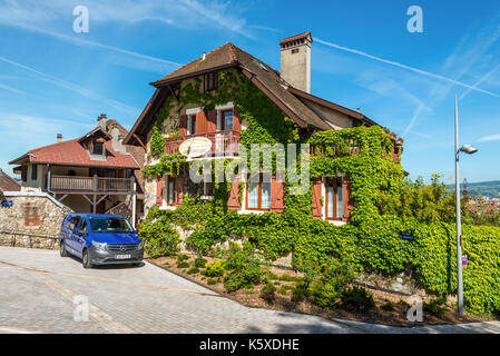 A modern housing estate in a french village lorraine for Jardin du chateau annecy