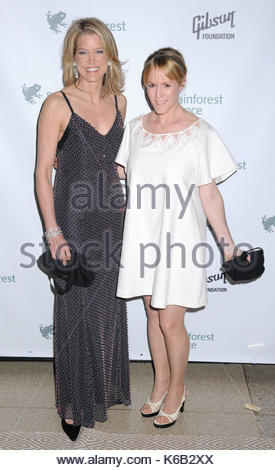 Paula Zahn and Mary Stuart Masterson. Celebrities from the news and entertainment industries lend their support - Stock Photo