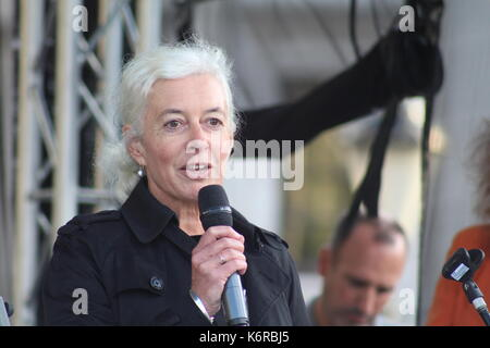 London, UK. 13th Sep, 2017. Jane Golding, from campaign group British in Europe, speaks a rally for EU migrants - Stock Photo