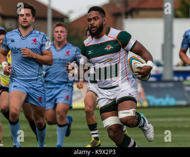 London, UK. 24th September, 2017. Andrew Durutalo breaks through the middle to score a try, Ealing Trailfinders - Stock Photo