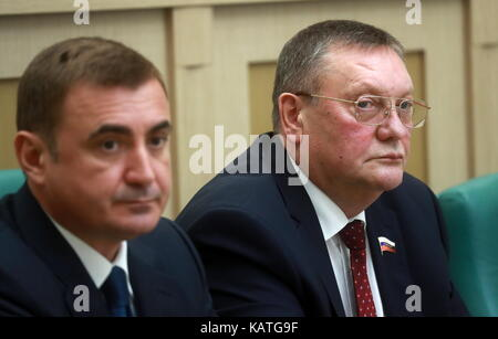 MOSCOW, RUSSIA - SEPTEMBER 27, 2017: Tula Region Governor Alexei Dyumin (L) and Sergei Kharitonov, chairman of the - Stock Photo