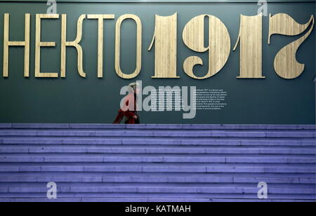 MOSCOW, RUSSIA - SEPTEMBER 27, 2017: A visitor at the Someone 1917 exhibition at the Tretyakov Gallery. Artyom Korotayev/TASS - Stock Photo