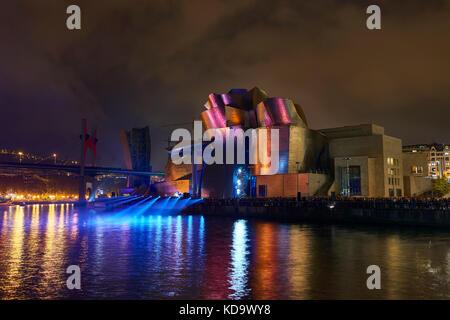 Bilbao, Spain. 11th Oct, 2017. Reflections, Spectacular Light over Guggenheim museum facade, Bilbao, Biscay, Basque - Stock Photo