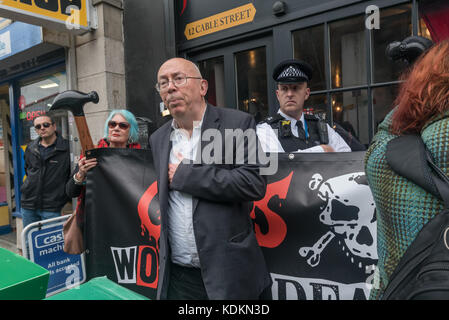 London, UK. 14th October 2017. Ian Bone announces that Class War have refused the police request to move their peaceful - Stock Photo