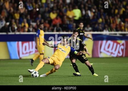 Nicosia, Cyprus. 17th Oct, 2017. Nicosia's Nuno Morais and Dortmund's Julian Weigl vie for the ball during the Champions - Stock Photo