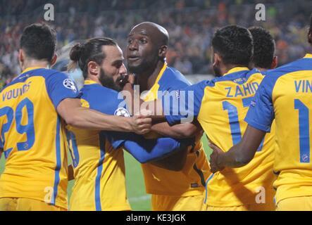 Nicosia, Cyprus. 17th Oct, 2017. Apoel's Michael Pote (C) celebrates scoring during the 2017-2018 Champions League - Stock Photo