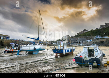 Newquay Harbour Cornwall - evening light over boats tied up at low tide in Newquay harbour. - Stock Photo