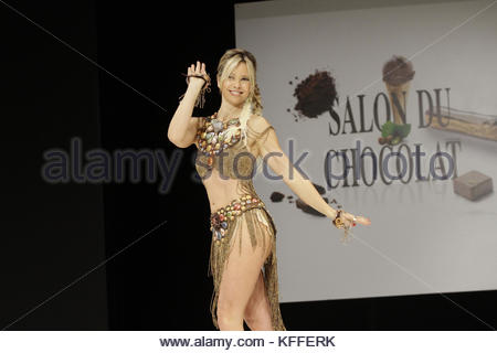 Paris, France. 27th Oct, 2017. French singer Romane Serda presents a creation during the 23nd Chocolate Fair 2017 - Stock Photo