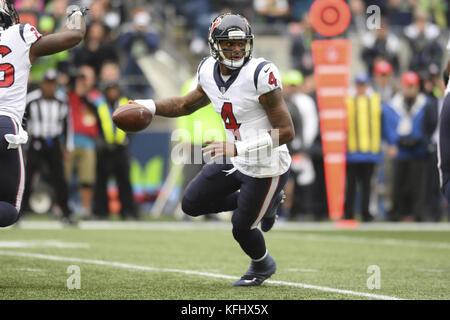Seattle, Washington, USA. 29th Oct, 2017. DESHAUN WATSON (4) fakes a handoff during a game between the Houston Texans - Stock Photo