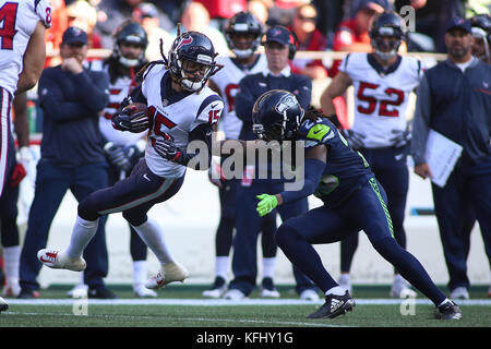 Seattle, Washington, USA. 29th Oct, 2017. October 29, 2017: Houston Texans wide receiver Will Fuller (15) is spun - Stock Photo