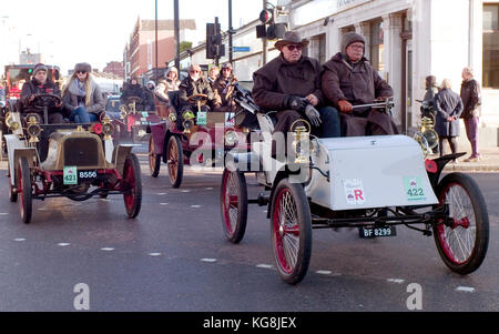 London, UK. 05th Nov, 2017. Participants in the Bonhams London to Brighton Veteran Car Run drive through south London, - Stock Photo