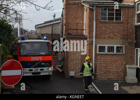 Beaconsfield, United Kingdom. 09th November 2017. A large fire has ripped through a single-storey building used - Stock Photo