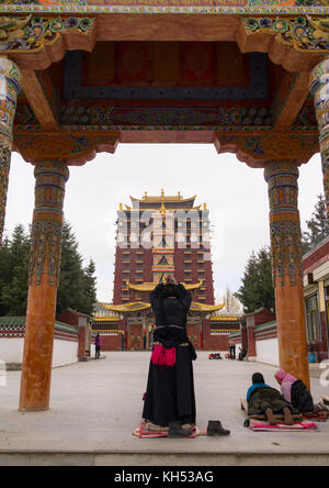 hezuo men Hezuo (zoi) is a town in gansu province it is also the capital of gannan tibetan autonomous prefecture get in buses from xiahe and linxia, which take 2 hours.