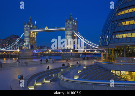 LONDON, GREAT BRITAIN - SEPTEMBER 19, 2017 - The Tower bridge, promenade with the the modern Town Hall building - Stock Photo