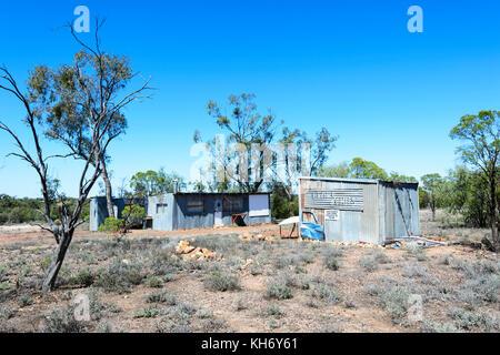 Shack in the Opal Fields seen along the Green Car Door Tour, Lightning Ridge, New South Wales, NSW, Australia - Stock Photo