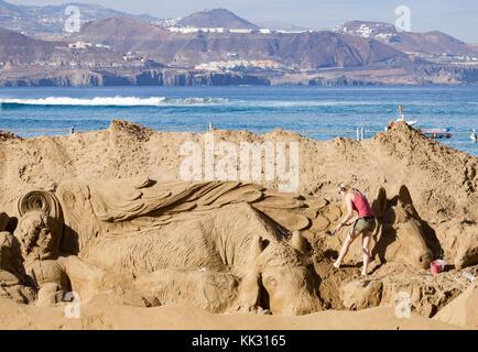 Sand nativity scene on las canteras beach in gran canaria - Gran canaria weather november ...