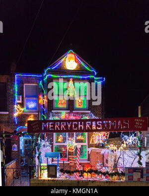 Honor Oak Park, Southeast London, 7th December 2017. Every year, the wonderful family who lives in this house in - Stock Photo