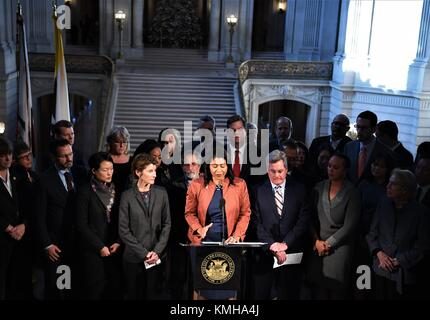 San Francisco, USA. 12th Dec, 2017. London Breed (C, front), the acting mayor of San Francisco and president of - Stock Photo