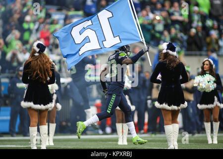 Seattle, WA, USA. 17th Dec, 2017. Seattle Seahawks cornerback Neiko Thorpe (23) runs out with the 12th Man flag - Stock Photo
