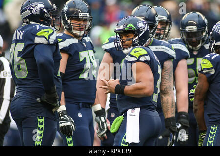 Seattle, WA, USA. 17th Dec, 2017. Seattle Seahawks quarterback Russell Wilson (3) looks to the sideline for the - Stock Photo