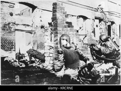 House to house fighting during the bitter battle amongst the ruins of the battered city of Stalingrad (Volgograd), - Stock Photo