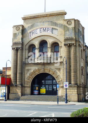 The Empire Theatre, Great Yarmouth, Norfolk, built in 1908, seen here in a state of neglect with a To Let sign at - Stock Photo