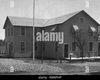 A two-story building stands on a camp for aqueduct workers during construction of the Catskill Aqueduct, New York, - Stock Photo