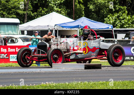 Top fuel funny car drag racing at santa pod gordon smith for Beaver motors beaver springs pa