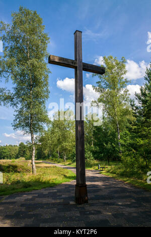 Bergen -belsen concentration camp Birchwood cross erected by survivors at a service to memorialize the victims of - Stock Photo