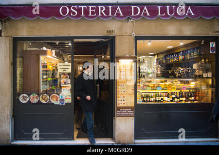 Venice, Italy. 22nd Jan, 2018. A customer exits from 'osteria da Luca' at lunch time on 22 January in Venice, Italy. - Stock Photo