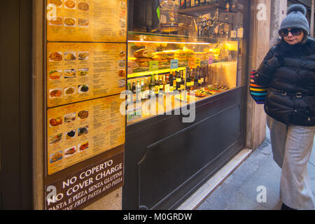 Venice, Italy. 22nd Jan, 2018. A tourist walk in front of 'Osteria da Luca' at lunch time on 22 January in Venice, - Stock Photo