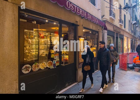 Venice, Italy. 22nd Jan, 2018. Tourists walk in front of 'Osteria da Luca' at lunch time on 22 January in Venice, - Stock Photo