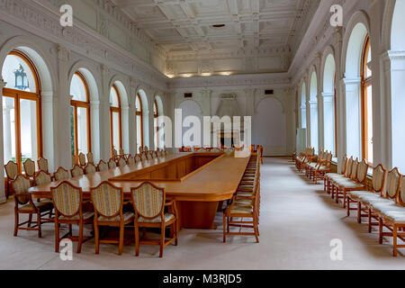 LIVADIA, RUSSIA - MARCH 21, 2011: interior of The White Hall in Livadia Palace - Stock Photo
