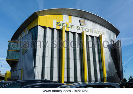 big yellow self storage facility reading berkshire england gb stock photo 60983402 alamy. Black Bedroom Furniture Sets. Home Design Ideas