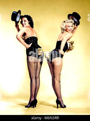 GENTLEMEN PREFER BLONDES 1953 MGM film with Jane Russell at left and Marilyn Monroe - Stock Photo