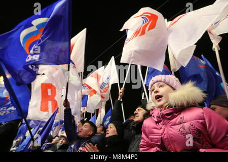 St Petersburg, Russia. 18th Mar, 2018. ST PETERSBURG, RUSSIA - MARCH 18, 2018: People attend a concert marking the - Stock Photo