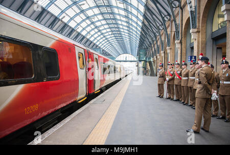Kings Cross, London, UK. 27 March 2018. The Royal Regiment of Fusiliers is honoured with the naming of a Virgin Trains Class 91 locomotive to mark its 50 year anniversary. The special naming ceremony and unveiling of 'The Fusiliers' train took place on Tuesday 27th March 2018 at London Kings Cross. Representatives from the 1st and 5th Fusiliers provide a Guard of Honour along with Colonel of the Regiment, Major General Paul Nanson CBE who officially named the train along with David Horne, Virgin Trains' managing director for the east coast route. Credit: Malcolm Park/Alamy Live News - Stock Photo